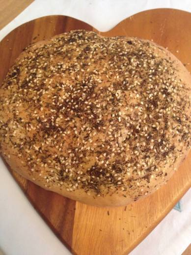 maneesh---middle-eastern-flatbread-topped-with-ztar-sesame-seeds-sumac-and-herbs_16444897056_o